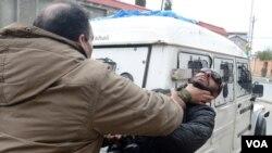 فوٹوگرافروں پر پولیس تشدد