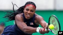 Serena Williams dalam salah satu pertandingan di Olimpiade 2016 di Rio de Janeiro.