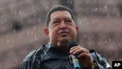 On ignore si le président Hugo Chavez, actuellement soigné à Cuba, sera présent pour son investiture