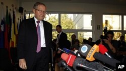 Klaus Regling, chief executive of the European Financial Stability Facility, arrives for a press conference in Beijing, China, October 28, 2011.