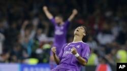 Cristiano Ronaldo heureux à lafin de la finale contre la Juventus le 3 juin 2017 au Millennium Stadium de Cardiff