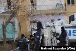 Cảnh sát tại hiện trường vụ đánh bom ở đông nam Thổ Nhĩ Kỳ.
