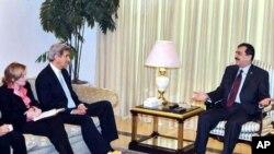 سینیٹر جان کیری کی پاکستانی قائدین سے ملاقاتیں