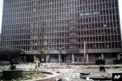 Vue d'un immeuble d'Oslo endommagé par l'explosion