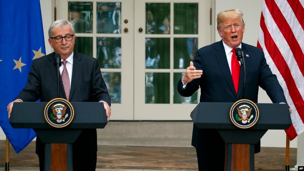 唐納德·川普總統和歐盟委員會主席讓·克勞德·容克在白宮玫瑰花園前講話。 (2018年7月25日)
