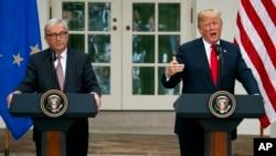 El presidente Donald Trump y el presidente de la Comisión Europea, Jean-Claude Juncker, en el Rose Garden of the White House, el 25 de julio de 2018, en Washington, donde anunciarion que EE.UU y la UE trabajarán hacia un acuerdo de cero aranceles y barreras comerciales, en una nueva fase de la relación bilateral.