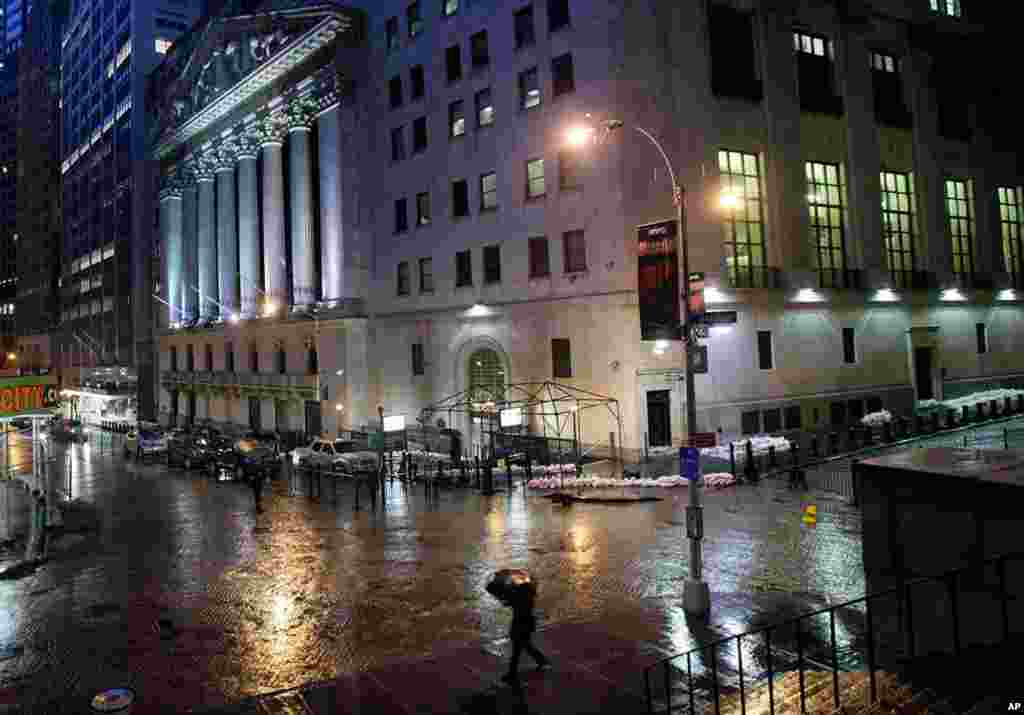 Sand bags protect the front of the New York Stock Exchange, October 29, 2012. Hurricane Sandy continued on its path Monday, forcing the shutdown of mass transit, schools and financial markets.