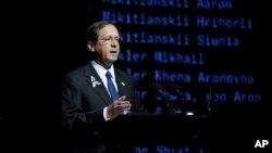 Президент Израиля Ицхак Герцог выступает на памятном меропориятии по случаю 80-летней годовщины трагедии Бабьего Яра. Киев, 6 октября 2021