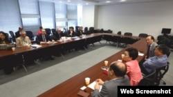 美国议员会见香港泛民议员(苹果日报图片)