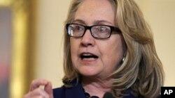 Bà Clinton nói chuyện về tình hình ở Algeria trong một cuộc họp báo chung với Bộ trưởng Ngoại giao Nhật tại Bộ Ngoại giao Hoa Kỳ ở Washington, 18/1/2013.