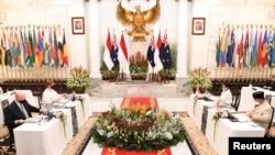 Menlu RI Retno Marsudi dan Menhan Prabowo Subianto bertemu dengan Menlu Australia Marise Payne dan Menhan Australia Peter Dutton di kantor Kemlu RI di Jakarta, 9 September 2021. (Kemenlu RI via REUTERS)