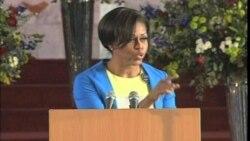 Michelle Obama habla a jovenes africanos