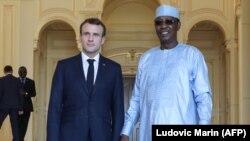 O presidente frances hoje no Chad com o o seu homólogo Idriss Deby