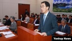 조명균 한국 통일부 장관이 24일 국회 외교통일위원회 전체회의 결산심사 통과 뒤 인사말을 하고 있다.