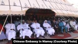 Le président du Niger Mahamadou Issoufou et le ministre de la Santé, Kalla Moutari, ont assisté à l'inauguration de l'hopital.