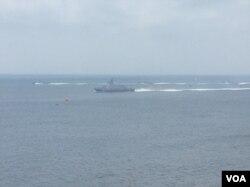 2017年5月25日澎湖汉光军演现场,台湾军方海军舰艇驶向目标。(美国之音记者申华拍摄)
