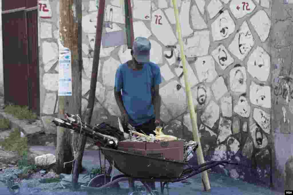 Yon Machan kan anana sou wout Delmas, Pòtoprens, Ayiti, Foto: Arthur Jean Pierre/VOA, 18 fevriye 2019