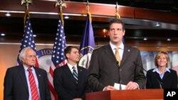 瑞安议员投票后举行记者招待会