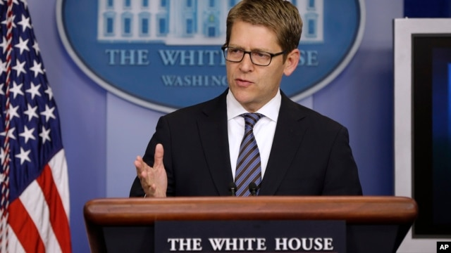 White House Press Secretary Jay Carney gestures while speaking during his daily news briefing at the White House in Washington, August, 5, 2013.