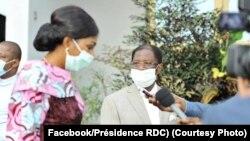 D-G:Mokambi ya Assemblée nationale Jeanine Mabunda pembeni ya mokambi ya Sénat Alexis Thambwe Mwamba nsima na bokutani na président Félix Tshisekedi na N'Sele, Kinshasa, 14 avril 2020. (Facebook/Présidence RDC)
