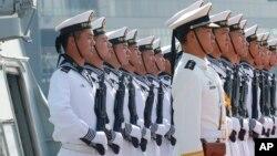 """Binh sĩ hải quân Trung Quốc trên tàu """"Wuhu"""" (ảnh tư liệu, tháng 1/2019)"""