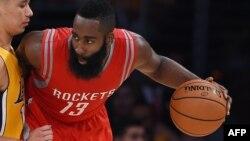 James Harden des Houston Rockets Rockets, le 28 octobre 2014 au Staples Center à Los Angeles, en Californie. AFP PHOTO / Robyn B