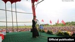 ေဒၚေအာင္ဆန္းစုၾကည္ ပူတာအိုခရီးစဥ္။ (ဓာတ္ပံု/NLD Chairperson. May 23rd, 2015)