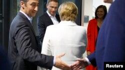 خانم مرکل خواستار انتخابات دوباره است اما رئیس جمهوری آلمان خوشبین است دولت ائتلافی تشکیل شود.