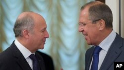 Ռուսաստանի արտգործնախարար Սերգեյ Լավրովը 2013 թ. սեպտեմբերի 17-ին ընդունել է Ֆրանսիայի իր գործընկեր Լորան Ֆաբիուսին