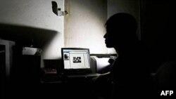 Azerbaycan'da Tutuklu İki Blogcudan Biri Serbest