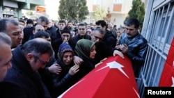 Đám tang của một nạn nhân trong vụ tấn công hộp đêm ở Istanbul, Thổ Nhĩ Kỳ, ngày 02/01/2017.