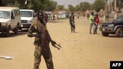 南苏丹政府士兵在警戒