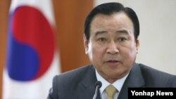 이완구 한국 국무총리가 9일 서울 세종로 정부서울청사에서 기자간담회를 하고 있다.