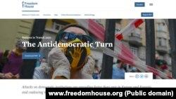 """Naslovna strana izveštaja """"Zemlje u tranziciji 2021 - Antidemokratski zaokret"""", nevladine organizacije Fridom haus (Foto: www.freedomhouse.org)"""