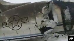 تصویری از بقایای هواپیمای سقوط کرده در استان غزنی افغانستان.