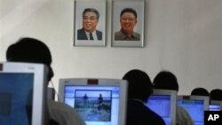 지난 2012년 9월 북한 평양 김책공대 학생들이 컴퓨터를 사용하고 있다. (자료사진)