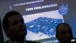 Polisi Italia memperlihatkan 1000 kilogram kokain murni bernilai sekitar 340 miliar dolar AS yang diselundupkan diantara pengiriman produk pertanian dari Brazil (Foto: dok).