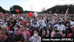 На митинге в поддержку кандидата в президенты Беларуси Светланы Тихановской в Минске. 30 июля 2020.