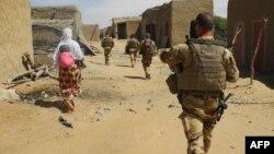 Des soldats de l'opération Barkhane à Tillit, Mali, le 1er novembre 2017.