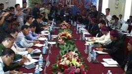 မြန်မာအစိုးရနဲ့ KIO ကြား ငြိမ်းချမ်းရေးဆွေးနွေးပွဲတခု။ (ဖေဖော်ဝါရီ၊ ၂၀၁၃)။