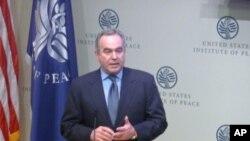 美国国务院东亚助卿坎贝尔(Kurt Campbell)到场致词
