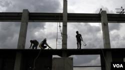 Menurut pakar Bank Dunia, salah satu aspek yang perlu didahulukan untuk meningkatkan perekonomian di Indonesia adalah pembangunan infrastruktur.