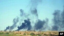 Des frappes aériennes par des avions de combat de la coalition américaine dirigée par les forces de sécurité irakiennes. Elles avancent leurs positions dans les quartiers sud de Falloujah pour reprendre la ville au groupe Etat islamique, en Irak, le 12 Juin 2016.
