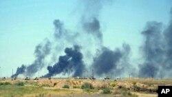 미 주도 연합군이 12일 ISIL이 장악하고 있는 이라크 팔루자 지역에 공습을 가한 가운데 연기가 치솟고 있다.