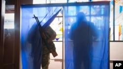 Eastern Ukraine Rebels Elect Leaders