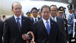 태국을 방문한 버마의 테인 세인 대통령(좌측)