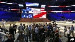 Miembros de la prensa acuden al escenario donde se realizará la Convención Nacional Republicana en Tampa, Florida. Los grupos extremistas, según el informe de las agencias de inteligencia estadounidenses, aprovechan los grandes acontecimientos políticos y