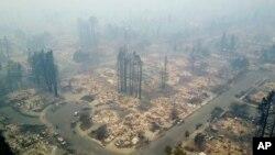 آگ سے کئی قصبے اور آبادیاں مکمل طور پر خاکستر ہوگئے ہیں۔