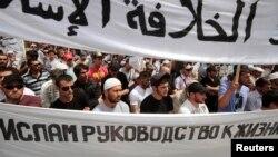 Des militants du groupe islamiste Hizb ut-Tahrir, en Ukraine, le 6 juin 2013.