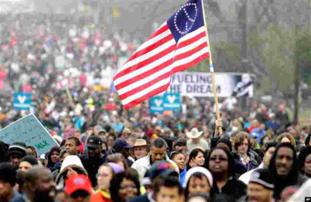 مارٹن لوتھر کنگ کے یوم پیدائش کے موقع پر امریکہ بھر میں عام تعطیل ہے۔